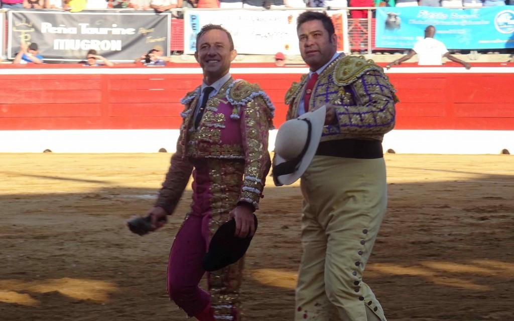 Rafaelillo et son picador Juan José Esquivel partagent une vuelta triomphale
